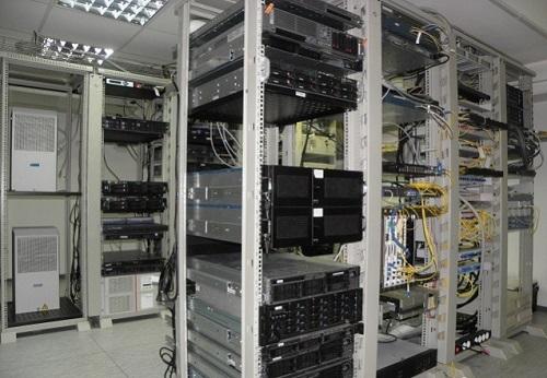 Серверная стойка с оборудованием